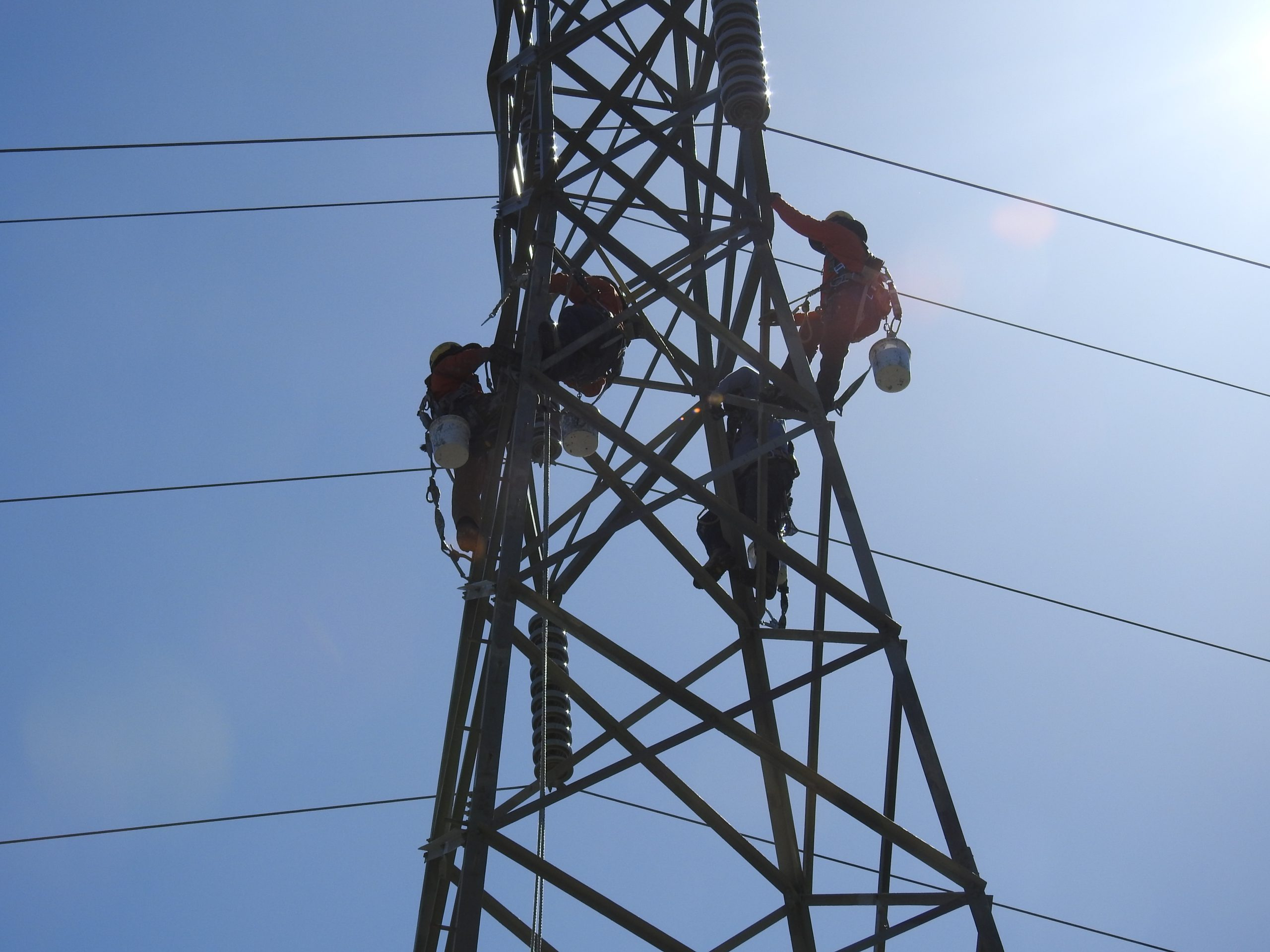 PG&E workers painting towers in Orinda in June 2017. Photo by Scott Morris.